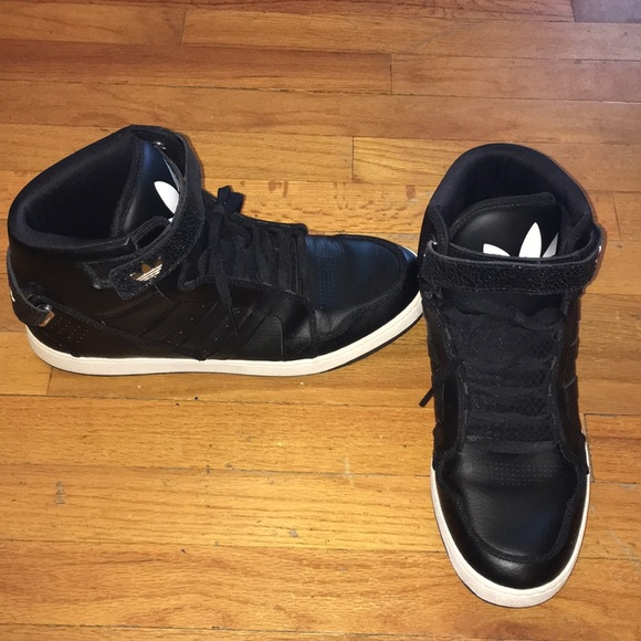 Men's Adidas high tops with treefoil